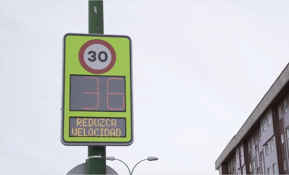 El Ayuntamiento de Burgos instala 12 radares preventivos conectados para gestionar el tráfico