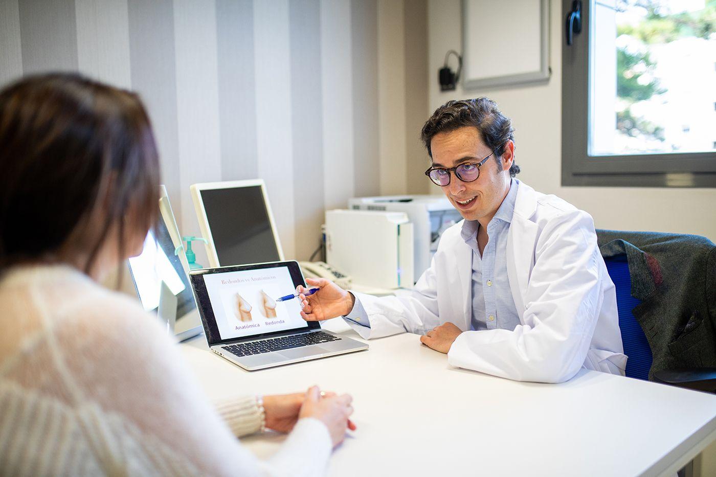 Mamoplastia, una de las cirugías estéticas más demandadas según especialistas en el sector