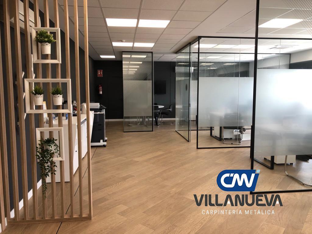 Carpintería Metálica Villanueva aconseja instalar divisores de oficina y optimizar espacios en una empresa