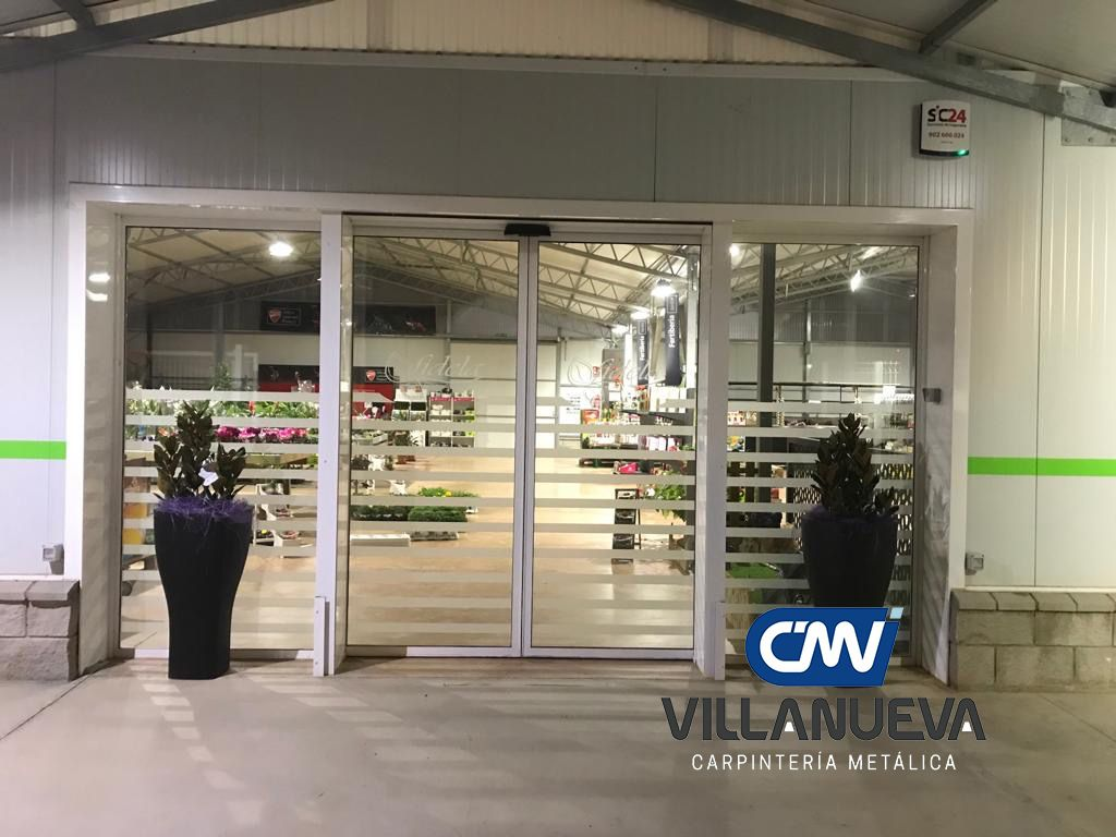 Carpintería Metálica Villanueva aconseja instalar puertas automáticas en comercios por su accesibilidad