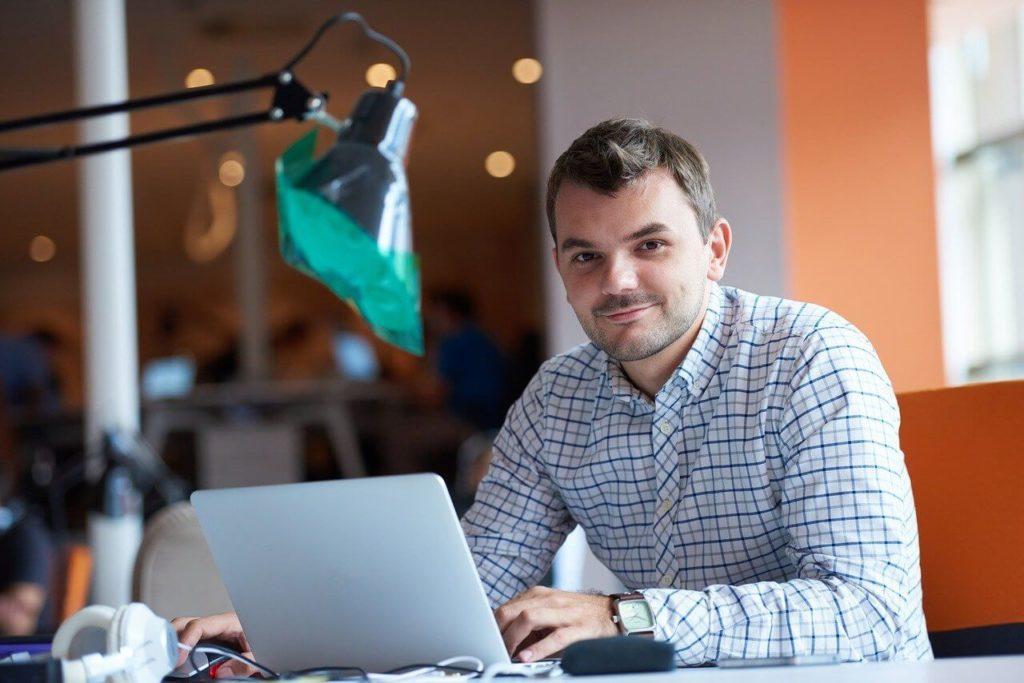 Foto de CRM: software profesional de gestión de contactos y clientes