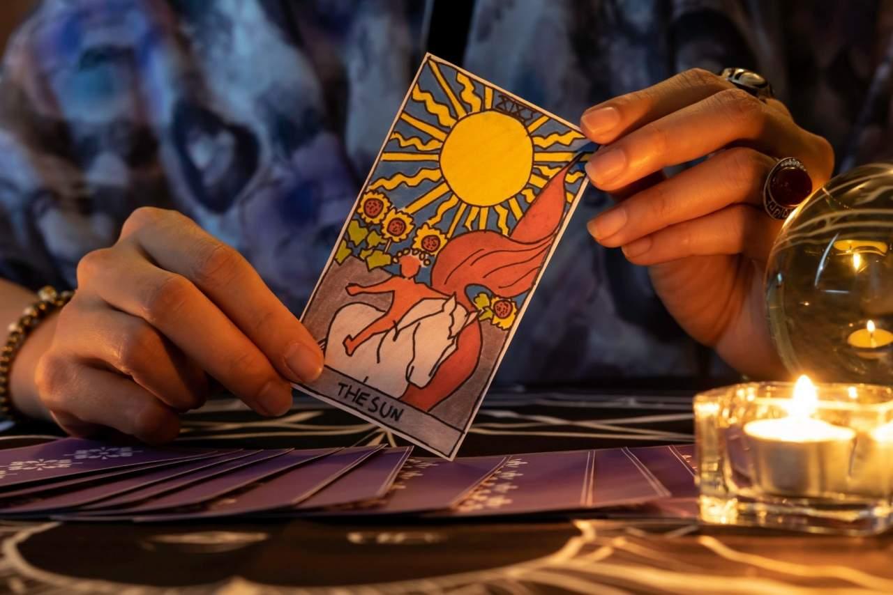 5 minutos de tarot gratis con la vidente Luz María