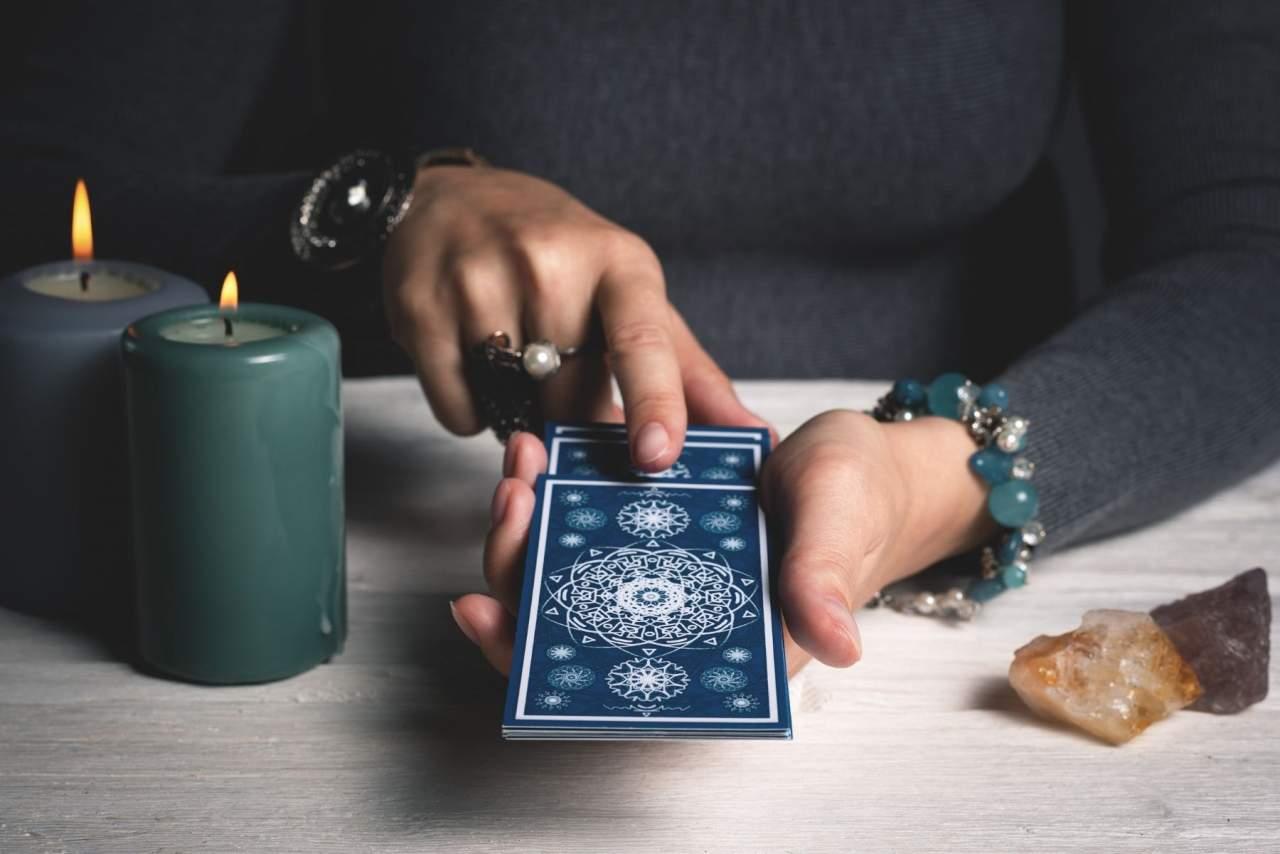 Tarot y videncia de la mano de Luz María