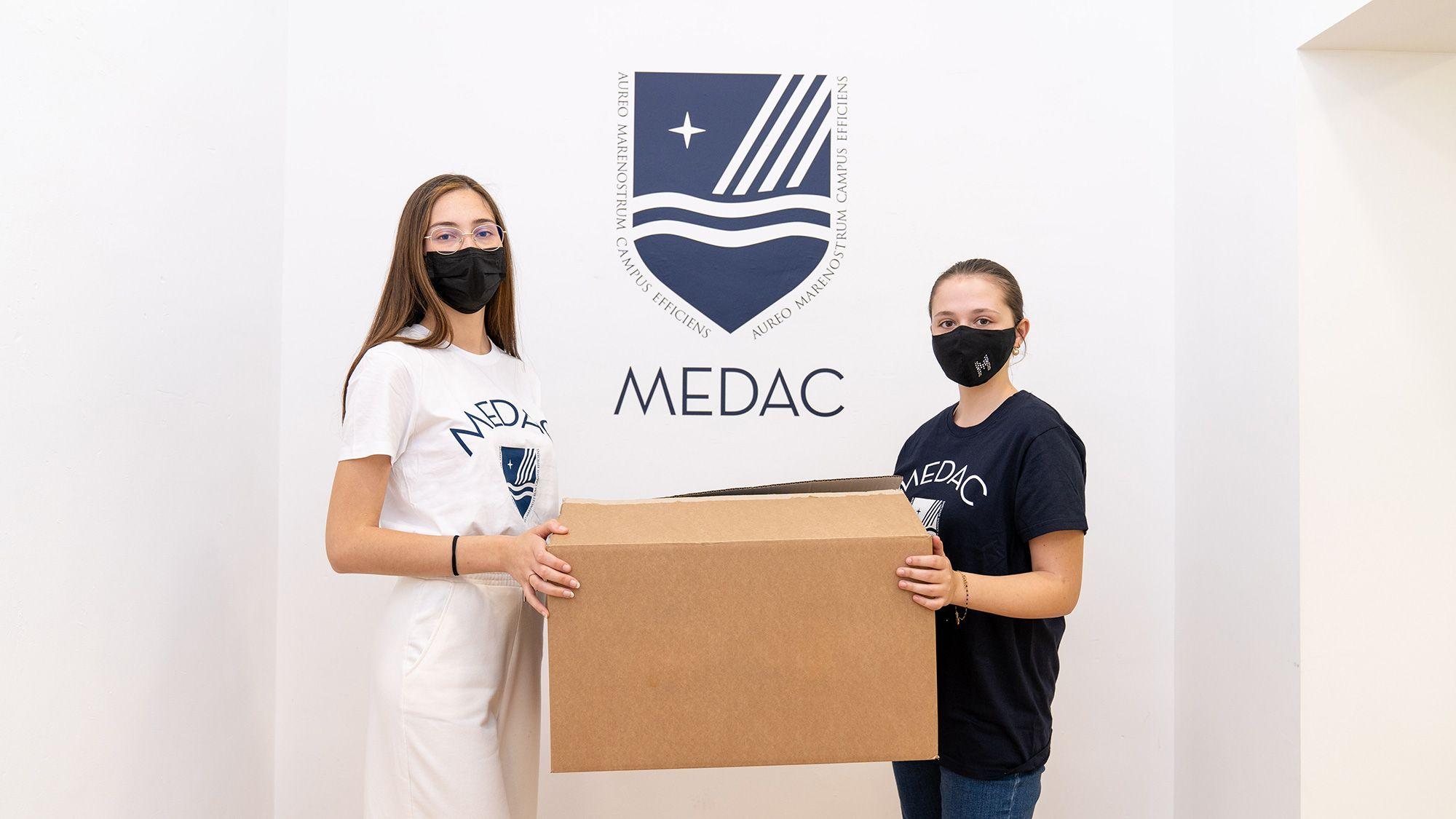 MEDAC dona 500 kilos de ropa nueva a la Asociación Madre Coraje