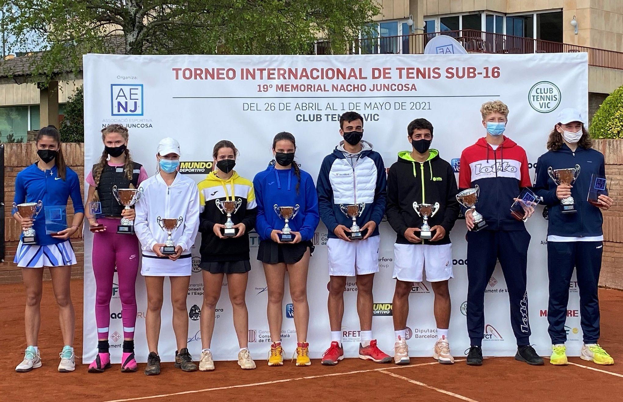 Vera Sokolova y Tomasz Berkieta ganadores del torneo internacional de tenis, 19º Memorial Nacho Juncosa