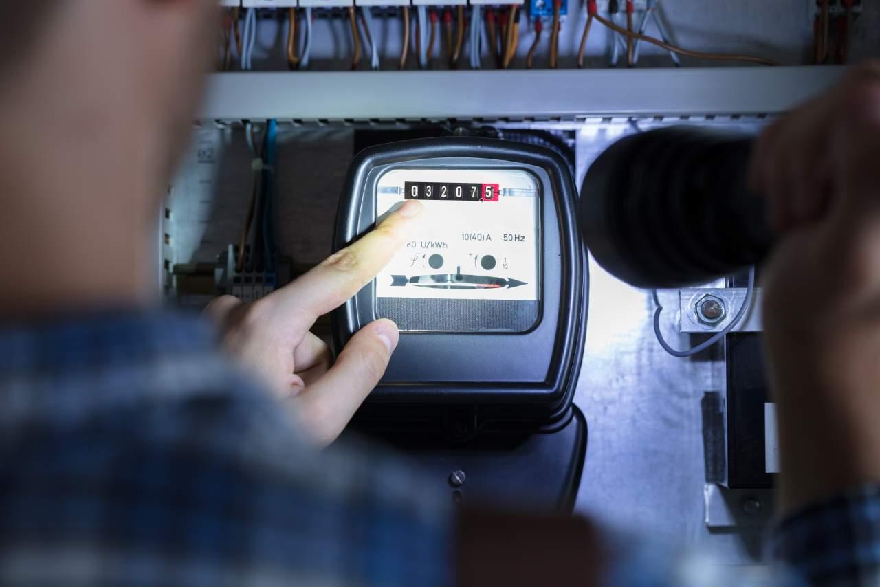 La Plataforma QAE es una plataforma ciudadana que denuncia la refacturación eléctrica que practican las compañías eléctricas en los Tribunales