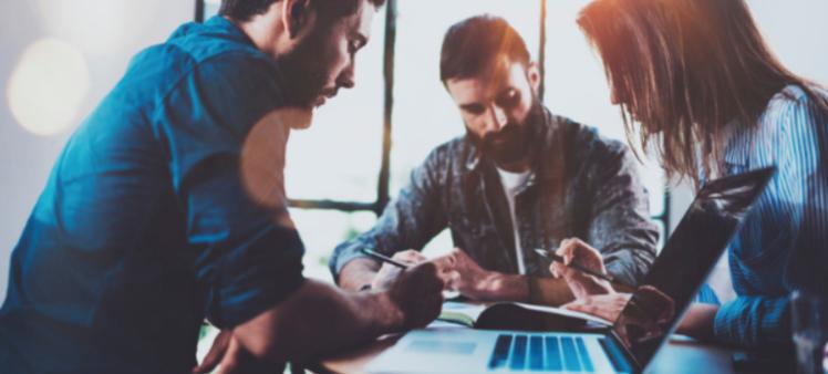 Hexagone revela los 5 empleos con idiomas más demandados por las empresas para septiembre