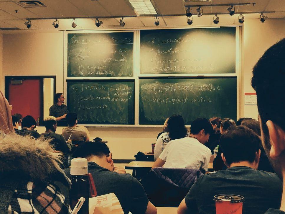 La bajada de ratios en las aulas mejora el rendimiento académico