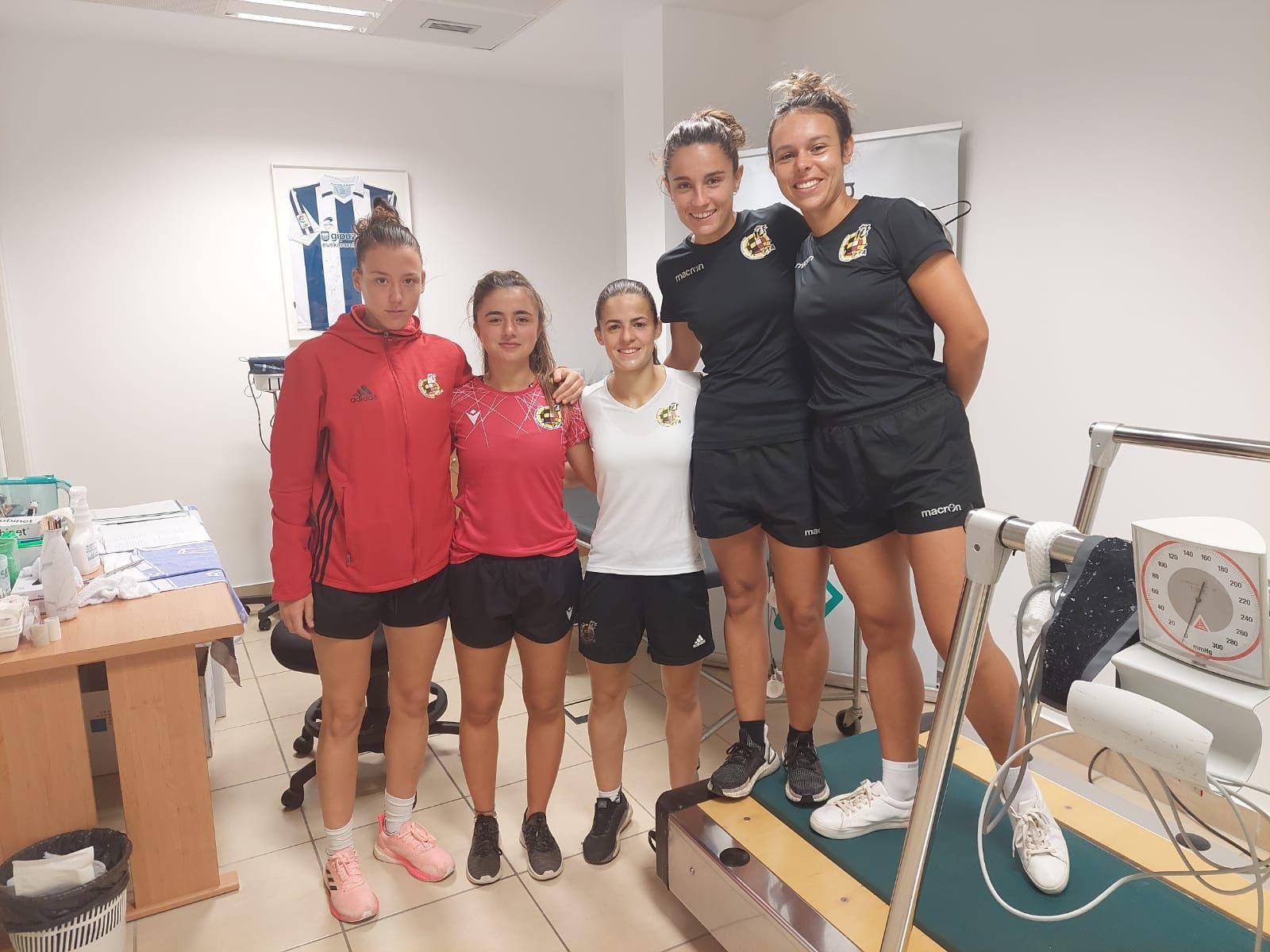 Primer reconocimiento médico a 5 árbitras de primera división de fútbol femenino en Policlínica Gipuzkoa