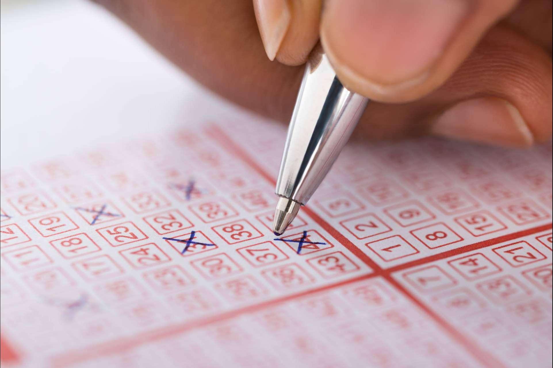 Ganar dinero extra y jugar a la primitiva online de forma segura con La Lotera