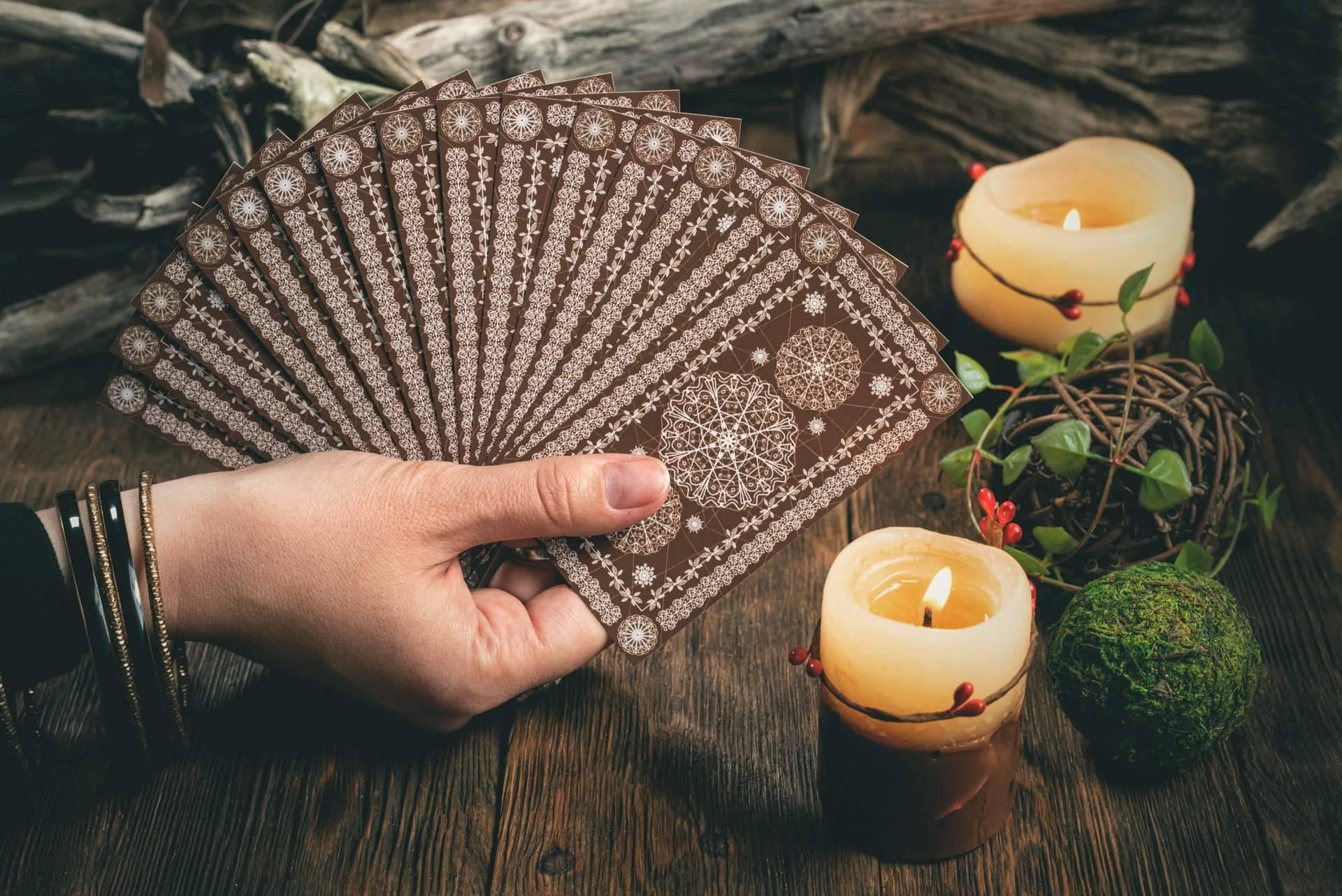 Utilizar velas de colores mágicas en los rituales ayuda a atraer dinero, amor y salud, según la vidente Alicia Caballero