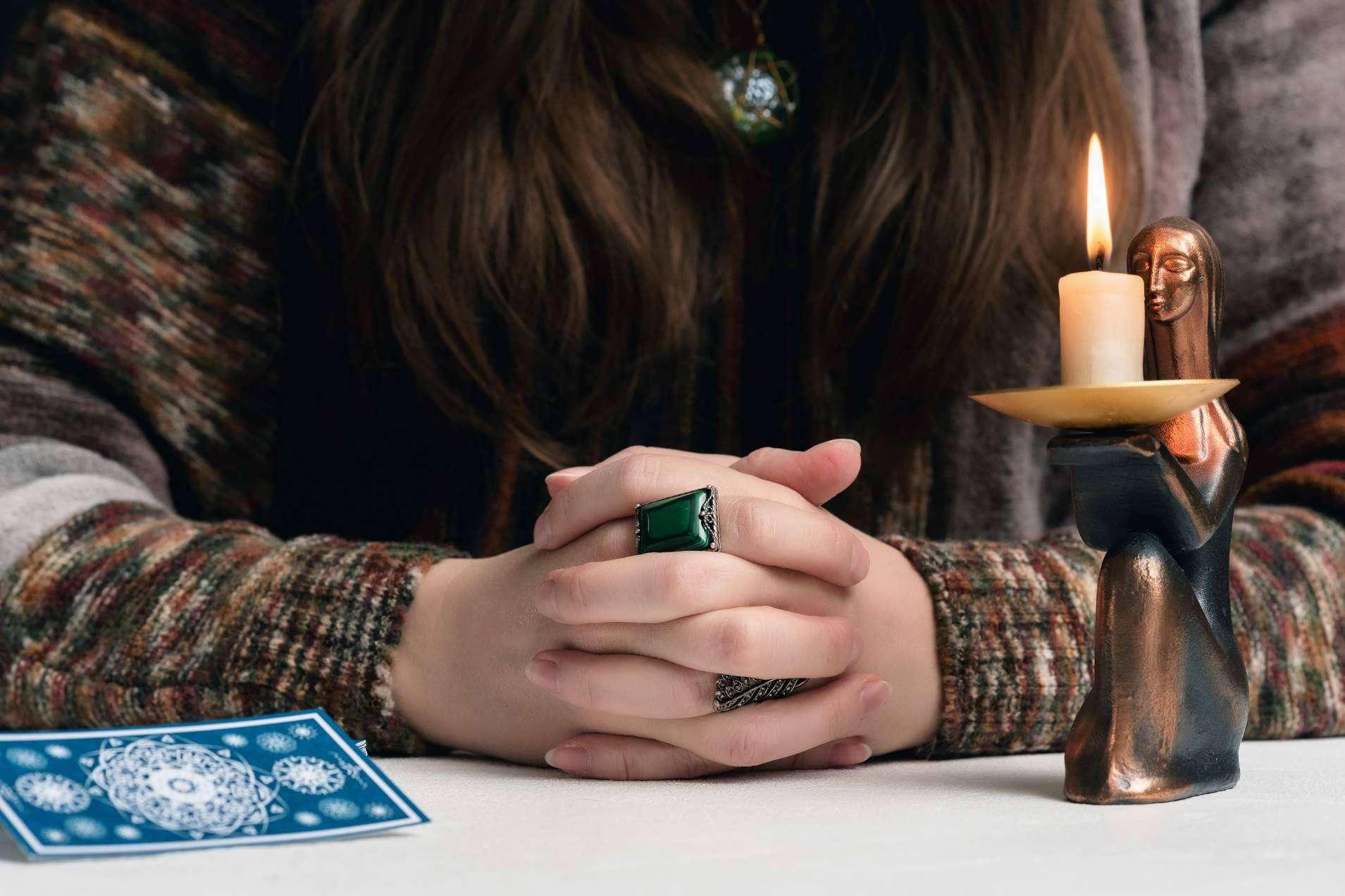 Los beneficios de la lectura del tarot de la vidente profesional, Silvia Sedano