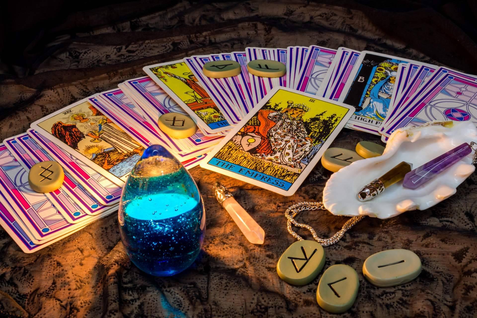 Tarotistas y videntes económicas y buenas en Universo del Tarot