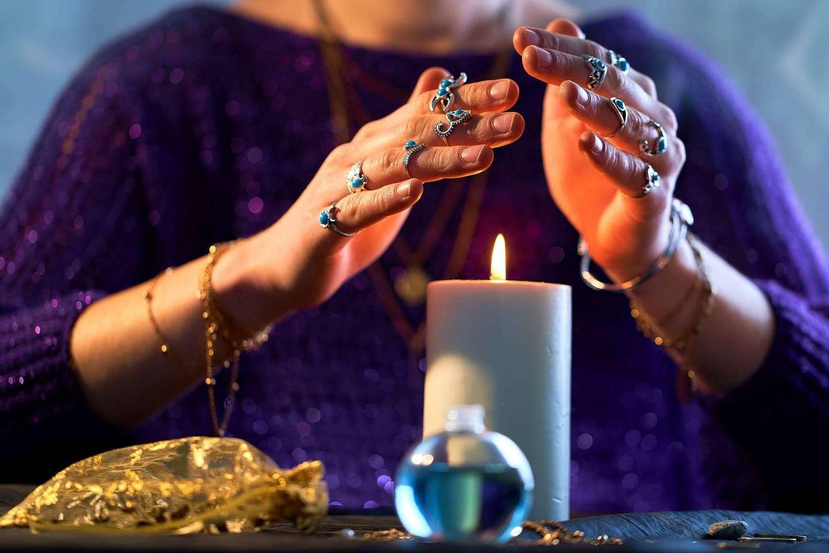 Mónica Triple Luna, especialista en rituales esotéricos