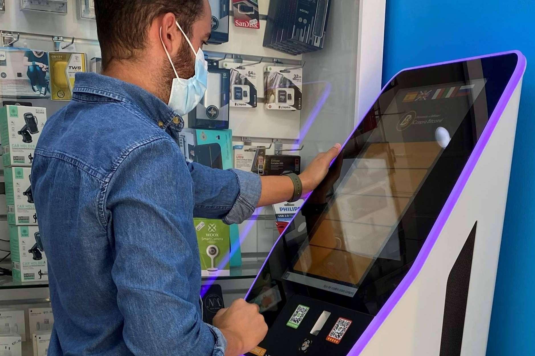 Comprar criptomonedas en el cajero Bitcoin en Sevilla situado en Reparación iPhone Sevilla