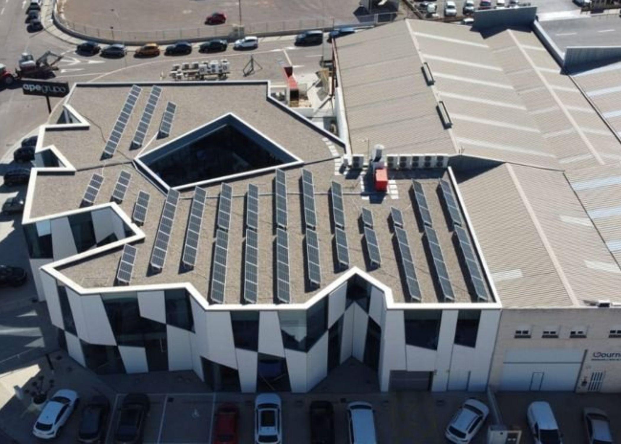 APE Grupo instala placas solares para generar 150.000 kw/h anuales y evitar 36,8 toneladas de CO2