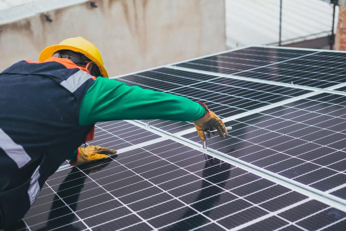 Energías renovables y autoconsumo frente a la subida de la Luz