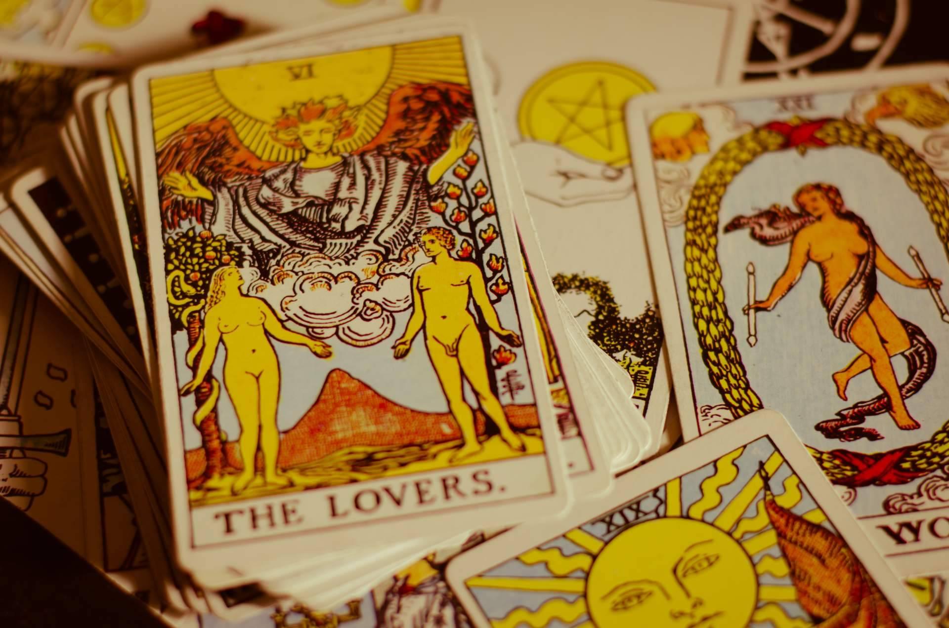 ¿De dónde viene el tarot?, según el Tarot de Luz María
