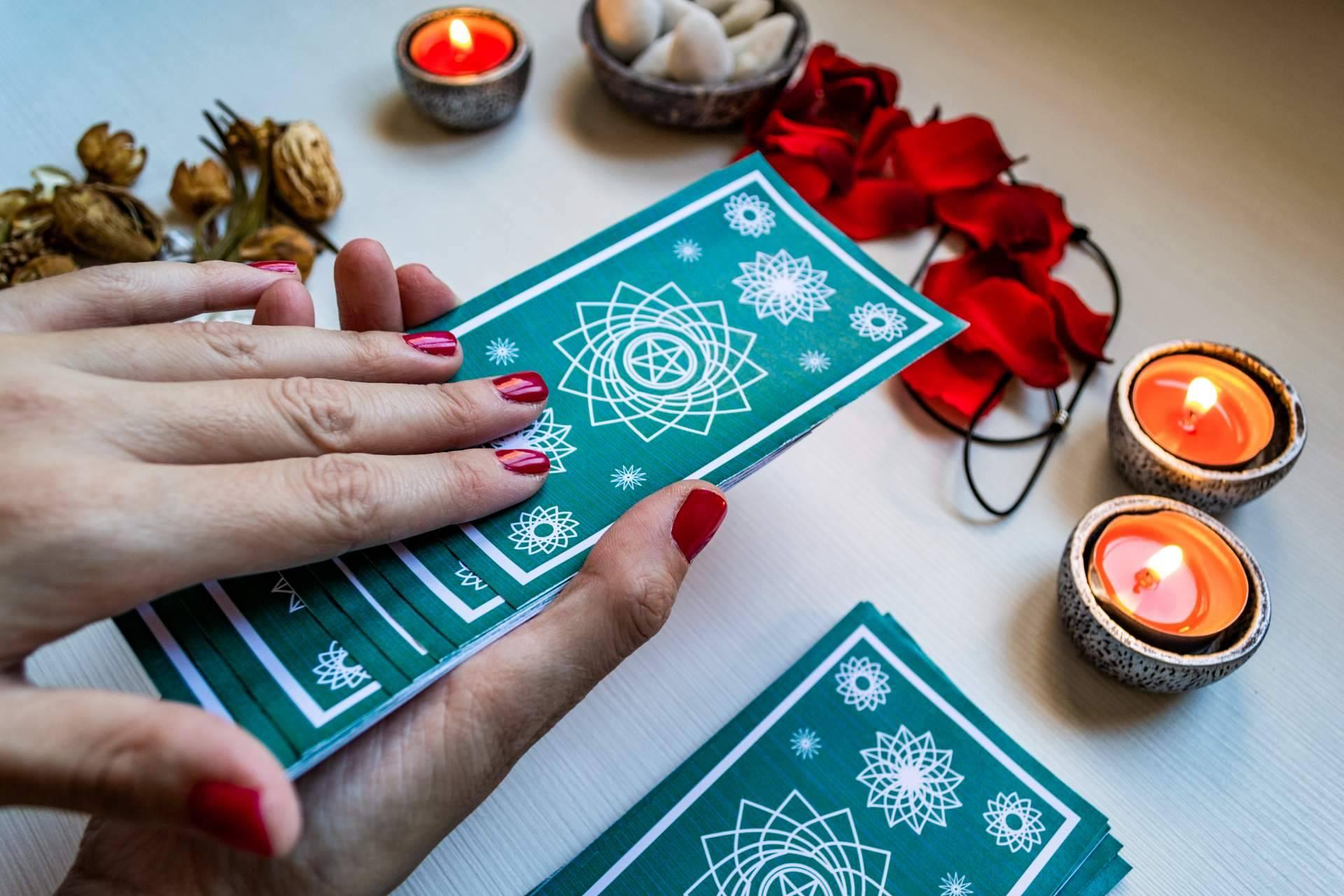 Irina, la vidente del amor, proporciona soluciones con una atención los 365 días del año